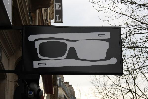 Enseigne drapeau - Logo<br /> Optique &amp; Lunetterie Par JFL OPTICIENS<br /> 36, avenue Parmentier<br /> 75011 Paris