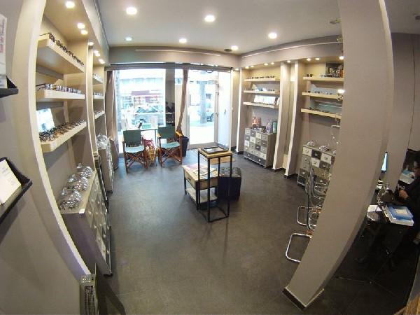 Int&eacute;rieur de la boutique<br /> Optique &amp; Lunetterie Par JFL OPTICIENS<br /> 36, avenue Parmentier<br /> 75011 Paris