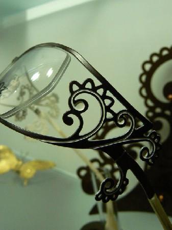 détail d'une monture au look très baroque !